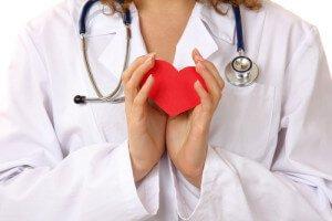 Сердце в руках врача