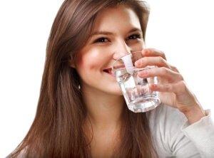 Употребление воды против сухости кожи
