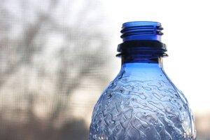 Дистиллированная вода в бутылке
