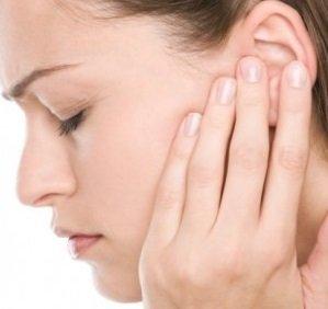 шумит в левом ухе