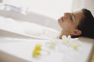 ванная с хвоей